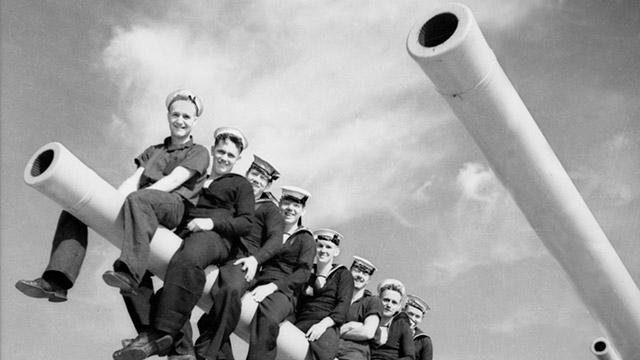 Marins sur un canon